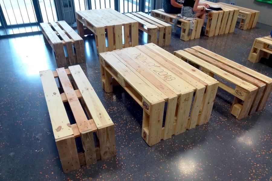 Sitzmbel aus paletten gnstig und dekorativ ein bettgestell aus quelle thinkstock by getty with - Sitzmobel aus paletten ...
