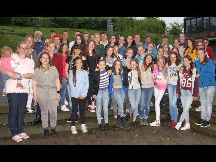 16 ungarische Schüler aus der Waldemser Partnergemeinde Szikszó zu Gast im Taunus