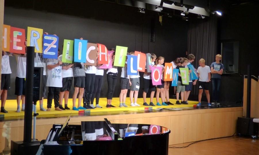 Feierliche Einschulung der neuen fünften Klassen an der Max-Ernst-Schule