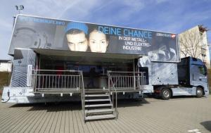 M+E Truck zu Gast an der Max-Ernst-Schule