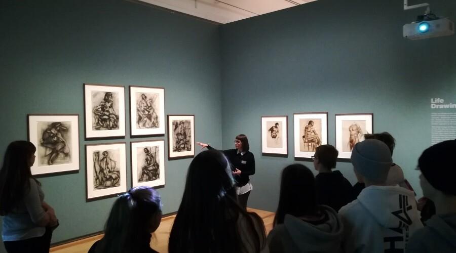 Kunstkurse nahmen an Führungen und Workshops in der Schirn Kunsthalle teil