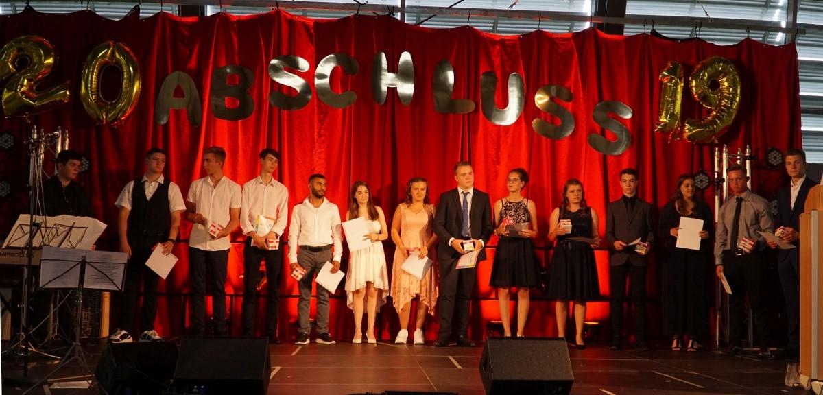 Max-Ernst-Schule verabschiedet 99 Schulabgänger